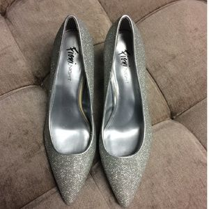 STUNNING SILVER PUMPS